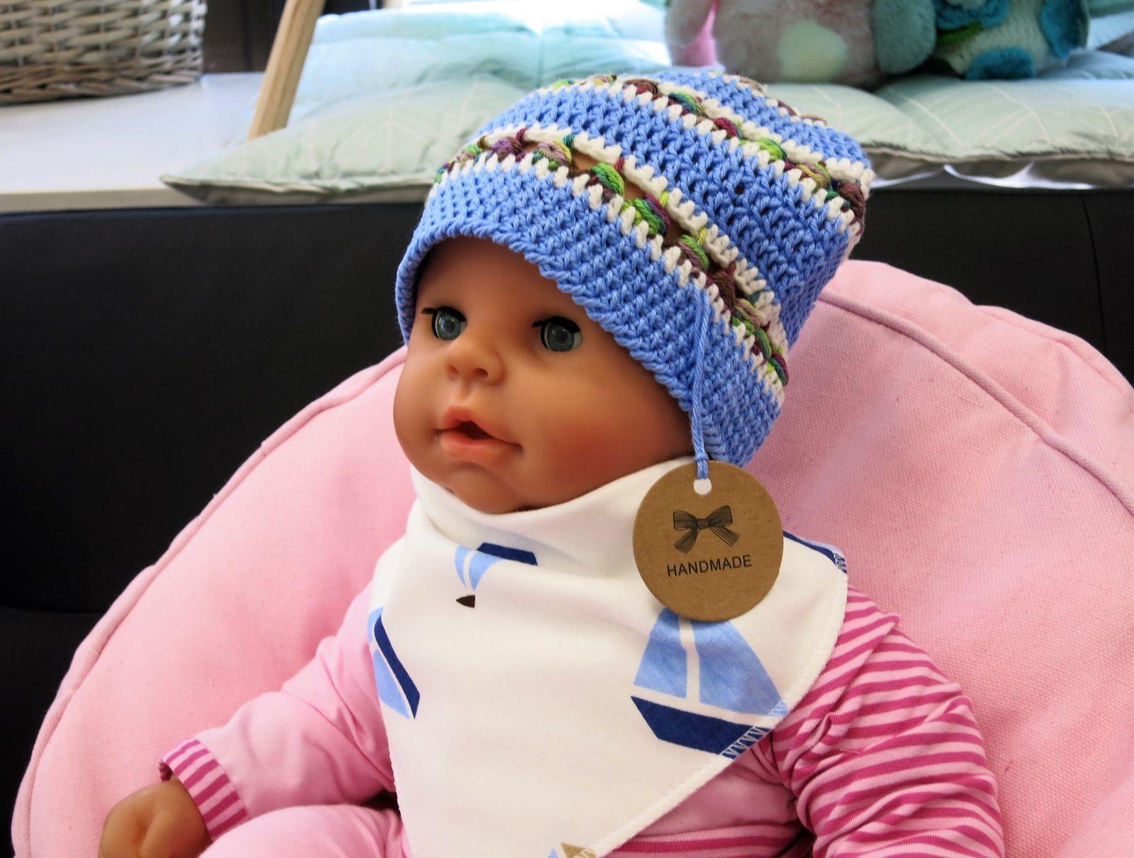 ES Collection háčkovaná čepička bavlna, modrá s pestrým proužkem
