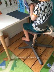 EVOMOVE dětská rostoucí židlička NOMI se zábranou a pultíkem